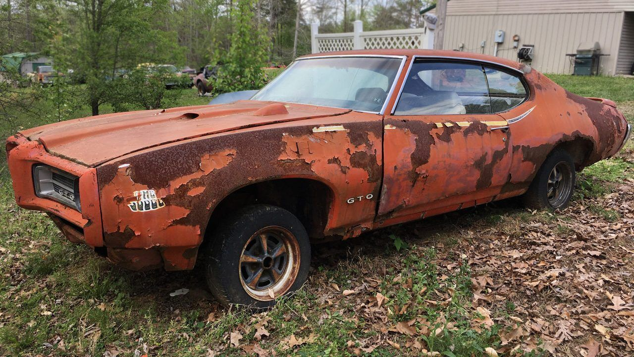 Here Are Some Infuriating Photos Of Perfect American Muscle Cars Rotting Away