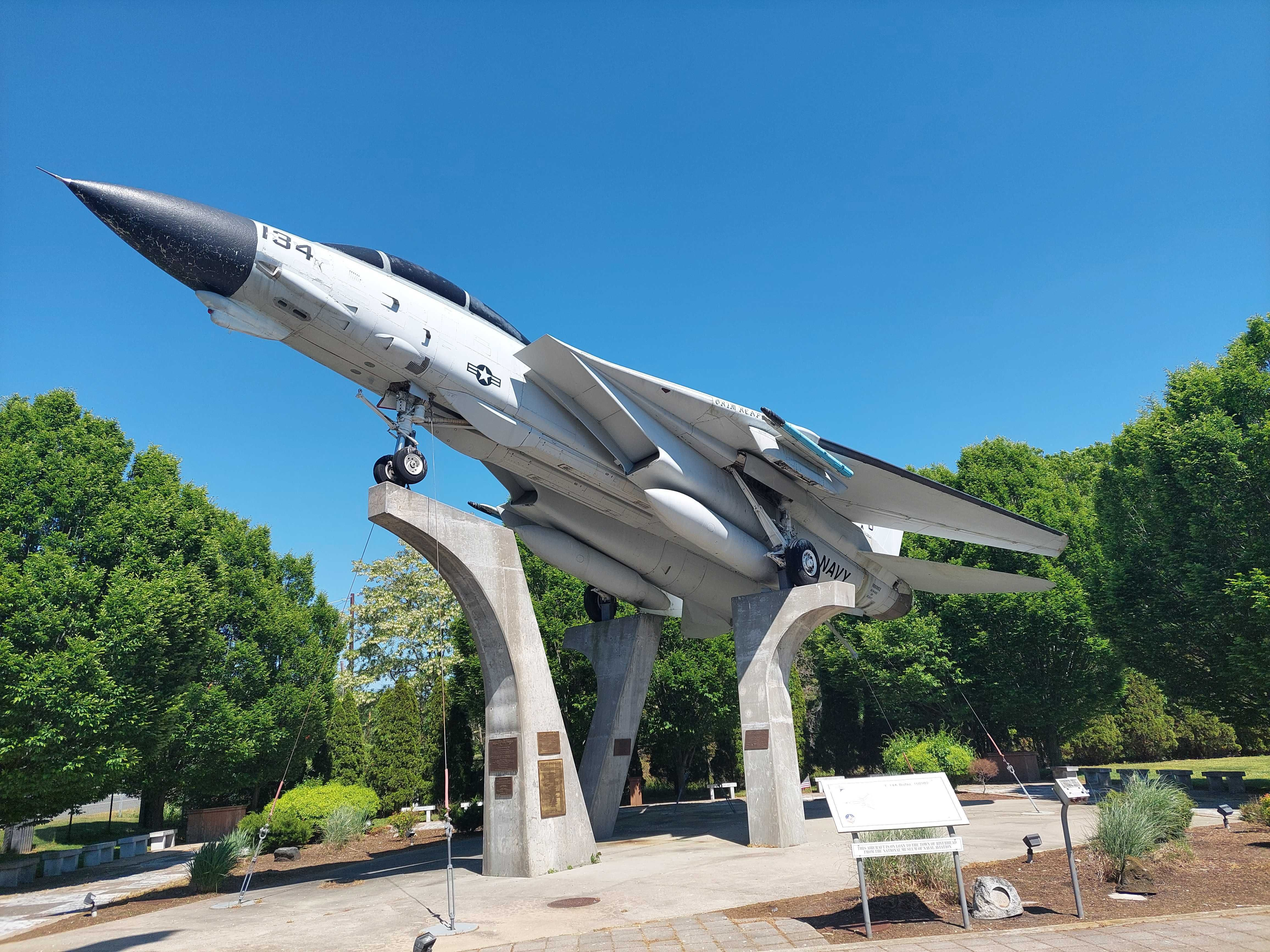 This F-14 Fighter Jet Was Left To Rot In A New York Public Park